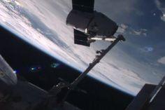 La capsule de SpaceX amarrée à la Station spatiale