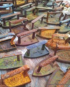 't Brocante Huys Antique Iron, Vintage Iron, Vintage Antiques, Vintage Items, Vintage Stuff, Vintage Images, Rust Never Sleeps, Paris Flea Markets, Vintage Laundry