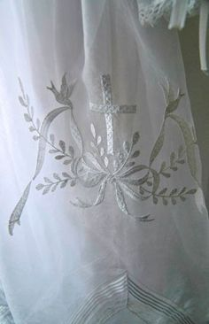 WeAllSew « http://weallsew.com  Cross motif on Christina gown--MP?