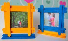 Portarretratos Infantil - DIY - Photo Frame for Childs Popsicle Stick Picture Frame, Popsicle Stick Diy, Picture Frame Crafts, Popsicle Stick Crafts, Craft Stick Crafts, Picture Frames, Craft Ideas, Kids Crafts, Diy Home Crafts
