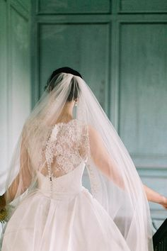 Traditional lace back | Catherine Ann Photography