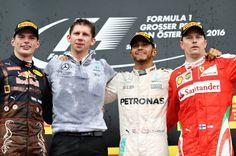 Hinter Hamilton belegte Red-Bull-Pilot Max Verstappen (l.) den zweiten Platz....
