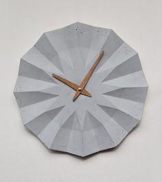 Concrete clock with oak clockhand by Moha design Concrete Materials, Concrete Crafts, Concrete Projects, Concrete Furniture, Concrete Lamp, Cement Design, Diy Clock, Wood Clocks, Diy Holz