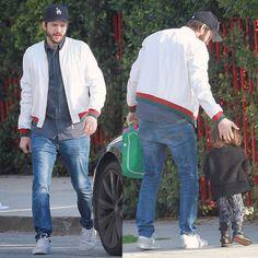 Mila Kunnis : #AshtonKutcher takes daughter #WyattKutcher to playschool