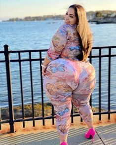 Curvy Hips, Big Hips And Thighs, Big And Beautiful, Beautiful Women, Girl Gifs, My Girl, Ssbbw, Curvy Women, Lady