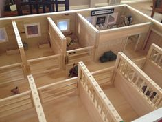 24 Horse Stables Design for Safety and Comfort - Schleich - Equitation Toy Horse Stable, Schleich Horses Stable, Horse Stables, Breyer Horses, Horse Barns, Barn Wood Crafts, Horse Crafts, Wooden Toy Barn, Wooden Diy
