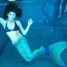 Underwater mermaid in Aussie Green looking magically mystical.