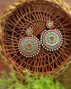These Trendy And Stunning Terracotta Jhumkas Are For The Quirky Bride-To-Be. For more such wedding jewellery inspirations, stay tuned with shaadiwish. Funky Jewelry, Unique Jewelry, Handmade Jewelry, Jewelry Design, Silver Jewelry, Terracotta Earrings, Terracotta Jewellery, Wedding Jewellery Inspiration, Fashion Jewelry Stores