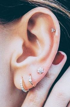 Thinking of getting your next ear piercing? Here are 16 (compelling) reasons why it should definitely be a helix ear piercing. Thinking of getting your next ear piercing? Here are 16 (compelling) reasons why it should definitely be a helix ear piercing. Cartilage Piercing Stud, Ear Piercings Cartilage, Cartilage Earrings, Stud Earrings, Tongue Piercings, Triple Lobe Piercing, Triple Helix, Double Pierced Earrings, Helix Piercing Jewelry