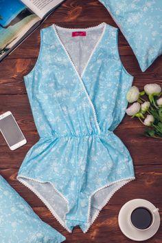 Комбинезон-боди женский для сна и отдыха • цвет: голубой с цветочным орнаментом • интернет магазин • vilenna.ua