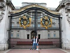 #london #england #uk #buckinghampalace #queen #royal #gold #gate #travel #traveling #toptags #vacation #visiting #trip #holiday #tourism #tourist #summer #2015 #me #him #love #lovehim #thefirstholiday #memories #scricci by erikadalsanto