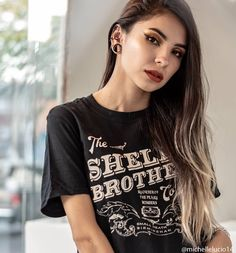 peaky blinders tee Rock Chick Style, Neon Lips, Sassy Girl, Statement Tees, Street Style Trends, Peaky Blinders, Style Guides, Retro Fashion, T Shirts For Women