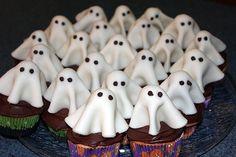 Mug Cupcake, Cupcake Cake Designs, Custom Cupcakes, Cupcake Cakes, Cupcake Ideas, Cup Cakes, Burger Cupcakes, Candy Corn Cupcakes, Ghost Cupcakes