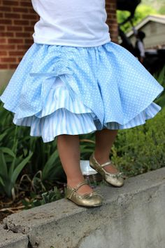 Refugee Crafter: Blue Circle Skirt FREE PATTERN AND TUTORIAL! Gathered over skirt style short / knee length full circle skirt with fluffy ruffles underneath! Little girls / toddler