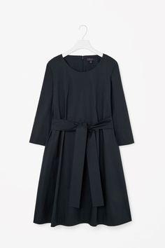 COS | Tie-waist cotton dress