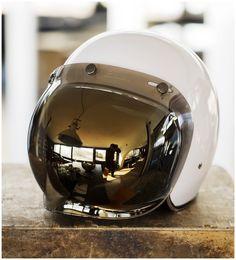 Vespa, Retro Helmet, Vintage Helmet, Cafe Racer Helmet, Cafe Racer Bikes, Helmet Shop, Custom Helmets, Custom Bikes, Motorcycle Outfit