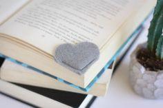 Wie kann man Lesezeichen selber machen? Falls Sie gern lesen und basteln, könnten Sie beide Hobbys miteinander kombinieren, indem Sie Lesezeichen für sich..