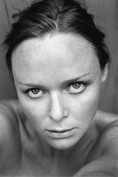 Stella McCartney, is an English fashion designer (vegan designer). The daughter of former Beatles, Paul McCartney. Stella Mccartney, Paul Mccartney, International Fashion Designers, English Fashion, Female Photographers, College Fashion, The Beatles, Gq, Style Icons