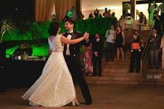 E quem disse que noiva tem que usar vestido?! Fizemos um conjunto lindo pra provar que não é bem assim!!! 😍 Casamento Eduarda e Diogo! . .  #bride #dress #wedding #atelienayararocha #feitocomamor