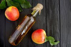 Pozbądź się żylaków raz na zawsze naturalnym sposobem - Ten sekret znały już nasze babcie! Wooden Background, Apple Cider Vinegar, Non Alcoholic, Glass Bottles, Harvest, Beverages, Nutrition, Organic, Homemade