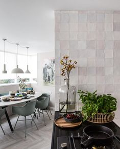 Craft Egg White glossy - vtwonen tegels by Douglas & Jones Kitchen Interior, Kitchen Decor, Kitchen Design, Futuristic Furniture, Living Room Kitchen, Dining Room Table, Home Decor Accessories, Interior Inspiration, Kitchen Remodel