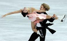 Meryl Davis and Charlie White win Gold in figure ice skating dance