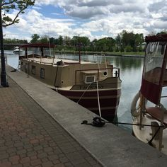 Rental boats on Erie Canal