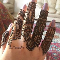 Discover recipes, home ideas, style inspiration and other ideas to try. Finger Mehendi Designs, Arabic Henna Designs, Modern Mehndi Designs, Mehndi Designs For Girls, Mehndi Design Pictures, Wedding Mehndi Designs, Mehndi Designs For Fingers, Dulhan Mehndi Designs, Beautiful Mehndi Design