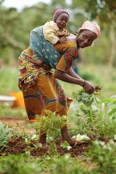 turns to her laughing baby, which she has in a sling on her back. She is one of 54 women, each with hectares .A turns to her laughing baby, which she has in a sling on her back. She is one of 54 women, each with hectares . African Children, African Women, African Art, Art Children, Laughing Baby, Women Laughing, We Are The World, People Of The World, Children Photography