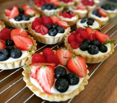 Cupcakes, Sweet And Salty, Party Snacks, Pavlova, A Table, Raspberry, Cheesecake, Food And Drink, Healthy Recipes