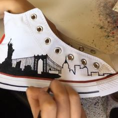 Hand painting time lapse video of the New York Skyline Silhouette design on a pair of White high top Converse Source by shoes Custom Painted Shoes, Hand Painted Shoes, Painted Clothes, Custom Shoes, Custom Clothes, Painted Canvas Shoes, New York Skyline Silhouette, Painted Converse, Painted Sneakers