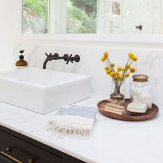Beautiful bathroom set up, all that's left to add is a little AVOOVA. Image via Amber Interiors