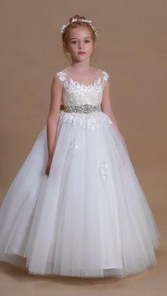 Girls First Communion Dresses, Wedding Dresses For Kids, Girls Pageant Dresses, Stylish Dresses For Girls, Gowns For Girls, Little Girl Dresses, Flower Girl Gown, Princess Flower Girl Dresses, Wedding Flower Girl Dresses