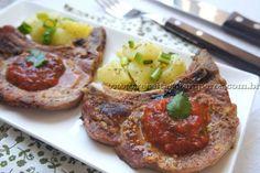 Bisteca de porco assada, temperada com limão e servida com molho de tomates pelados e coentro fresco. Uma delícia! Leia mais...