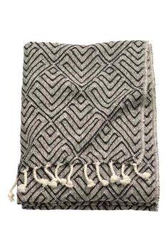 Vzorovaný povlak na polštářek: Povlak na polštářek z bavlněné tkaniny s tištěným vzorem. Má jednobarevnou zadní stranu a skrytý zip.