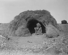 Hut decked with porcupine grass, Eastern Arrernte people, Arltunga district, Northern Territory, August Photo: Herbert Basedow. Reproduced from glass plate negative (National Museum of Australia) Australian Aboriginal History, Australian Art, Indigenous Education, Indigenous Art, Aboriginal Education, Aboriginal Culture, Aboriginal People, Aboriginal Man, Stone Age People