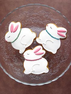 Easter Bunny with Pearl Necklace Iced Cookies, Cute Cookies, Easter Cookies, Easter Treats, Cupcake Cookies, Easter Biscuits, Cookies Et Biscuits, Cookies Decorados, Sugar Cookie Royal Icing