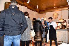 Aanschuiven voor een bakje friet op de openingsdag van het Frites Atelier van Sergio Herman