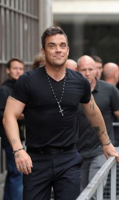 Robbie Williams....this guys face....smug ...nice eye brows...