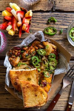 Chili Cheese Dog Grilled Cheese - use veggie hotdogs and veggie chili for a veg version. Low Carb Dinner Recipes, Easy Healthy Recipes, Vegetarian Recipes, Fall Appetizers, Appetizer Recipes, Party Recipes, Chili Cheese Dogs, Veggie Chili, Grilled Cheese Recipes