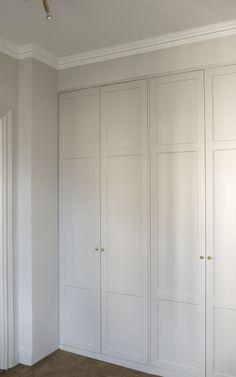 Home Room Design, House Design, Armoire Entree, Garderobe Design, Bedroom Built In Wardrobe, Deco Boheme, Beautiful Interior Design, Guest Bedrooms, House Rooms