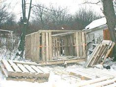 Building a shed from recycled wooden pallets, Building with pallets. EXCELLENT Tutorial !