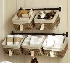 スペースの少ない洗面所などは、タオルハンガーにかごを引っ掛けるアイデアがおススメです♪少ないスペースでも賢くかご収納を活用してくださいね。