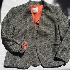 LOFT 3/4 buttonless blazer EEUC. Black and white contrast. Perfect fall blazer! 💕 LOFT Jackets & Coats Blazers