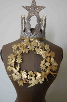 This link has many gorgeous crowns and other decorative objects made with tinsel