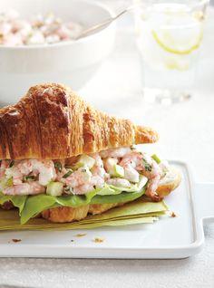 Tastes like summer Croissant Sandwich, Croissant Recipe, Soup And Sandwich, Sandwich Recipes, Fish Recipes, Cold Sandwiches, Panini Sandwiches, Nordic Diet, Nordic Recipe