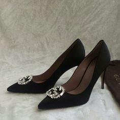 Gucci pumps Authentic gucci satin cristal pumps, brand new never been worn, they come with dust bag size 36 1/2 European size Gucci Shoes Heels