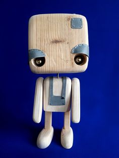 Les paupières lourdes – robot en bois recyclé (originaux)Fabriqués depuis… The heavy eyelids – recycled wood robot (original) Manufactured since 2015 by the collective, they are copied today but remain the originals Our idea is to give… Continue Reading → Tin Can Robots, Recycled Robot, Making Wooden Toys, Recycling, Wood Toys Plans, Small Wood Projects, Wood Resin, Wooden Dolls, Wooden Crafts