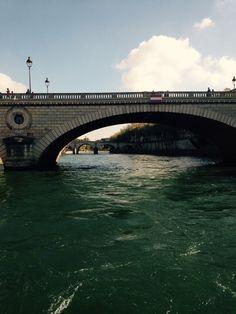 Péniche dans Paris