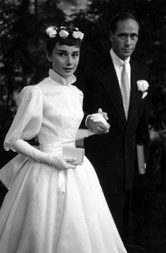 Classic wedding gown with puffy long sleeves. Audrey Hepburn and Mel Ferrer